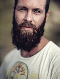 Portrait of bearded man wearing printed T-Shirt, looking at camera.の写真素材 [FYI02258498]