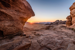 Rock formations in the desert wilderness in southern Jordan at sunset.の写真素材 [FYI02258679]
