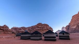 Bedouin tents in the Wadi Rum desert wilderness in southern Jordan.の写真素材 [FYI02258685]