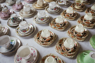 High angle close up of a large number of tea cups and saucers with various floral patterns.の写真素材 [FYI02259486]