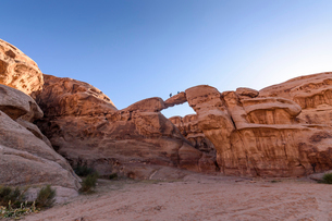 Rock formation with natural arch in the Wadi Rum desert wilderness in southern Jordan.の写真素材 [FYI02259611]