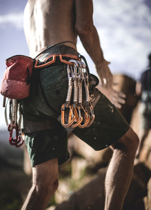 Close up of a mountaineer wearing rope, carabiners, and carabiners on his belt.の写真素材 [FYI02259774]