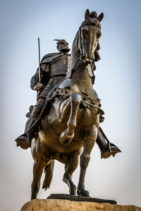 Low angle view of statue of Gjergj Kastrioti, known as Skanderberg on horseback on the main square iの写真素材 [FYI02259790]