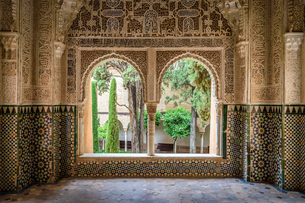 Interior view with double window and tiled walls, Alhambra palace, Granada, Andalusia, Spain.の写真素材 [FYI02259874]