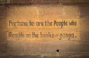 Close up of a motto on a brick wall in Varanasi, India. Fortunate are the People who reside on the bの写真素材 [FYI02259893]