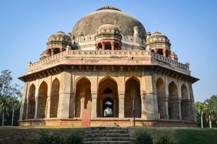 Exterior view of 16th century tomb of Muhammad Shah, Lodi Garden, Delhi, India.の写真素材 [FYI02259945]