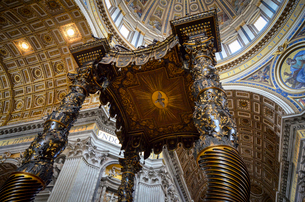 St Peter's Basilica in Rome, Italian Renaissance architecture, and UNESCO world heritage site. Interの写真素材 [FYI02259982]