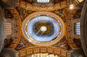 St Peter's Basilica in Rome, Italian Renaissance architecture, and UNESCO world heritage site. Interの写真素材 [FYI02260090]
