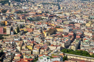 Aerial view of the city centre in Naples, with historic buildings.の写真素材 [FYI02260127]