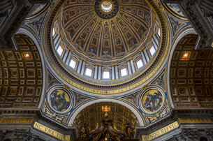 St Peter's Basilica in Rome, Italian Renaissance architecture, and UNESCO world heritage site. Interの写真素材 [FYI02260183]