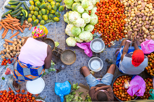High angle view of vendors selling a selection of fresh vegetables on a street market.の写真素材 [FYI02260391]