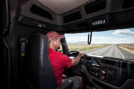 Interior cab view of a Caucasian man driving his  commercial truck.の写真素材 [FYI02260431]