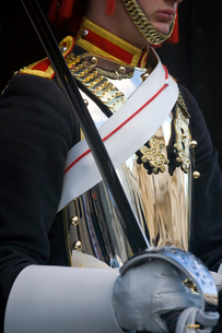 Close up of member of the Blues and Royals, with polished cuirass and sash, holding sword.の写真素材 [FYI02260455]
