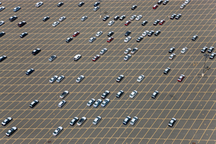 Aerial view of large car park with large number of parked cars.の写真素材 [FYI02260457]