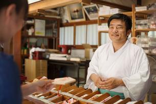 Salesman wearing white kimono at Shinto Sakurai Shrine, Fukuoka, Japan.の写真素材 [FYI02260472]