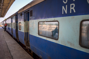 Train journey in Rajasthan, India. Exterior of train.の写真素材 [FYI02260565]