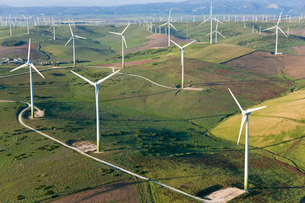 High angle view of rolling landscape with fields and wind turbines.の写真素材 [FYI02260644]