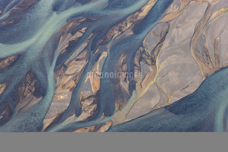 Aerial view of landscape with river coloured by glacial melt.の写真素材 [FYI02260810]