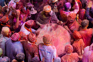 High angle view of crowds of people covered in colour at Holi, a Hindu spring festival.の写真素材 [FYI02260907]