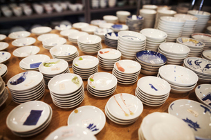 High angle close up of large selection of small white bowls in a Japanese porcelain workshop.の写真素材 [FYI02260958]