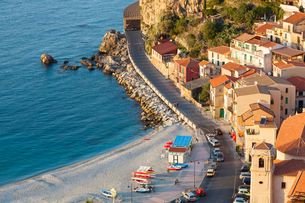 High angle view of seaside town with sandy beach on the Mediterranean coast.の写真素材 [FYI02260989]