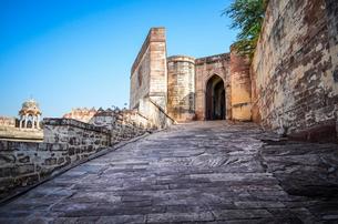 Exterior view of the 15th century Mehrangarh Fortress, Jodhpur, India.の写真素材 [FYI02261119]
