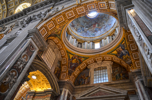 St Peter's Basilica in Rome, Italian Renaissance architecture, and UNESCO world heritage site. Interの写真素材 [FYI02261139]