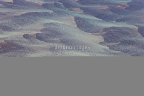 Aerial view of landscape with river coloured by glacial melt.の写真素材 [FYI02261278]