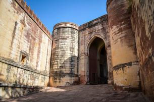 Exterior view of the 15th century Mehrangarh Fortress, Jodhpur, India.の写真素材 [FYI02261295]