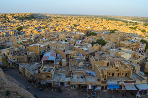 Aerial view of town in Rajasthan, India.の写真素材 [FYI02261421]