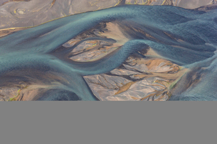 Aerial view of landscape with river coloured by glacial melt.の写真素材 [FYI02261793]