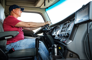 Caucasian man truck driver in the cab of his commercial truck.の写真素材 [FYI02261960]