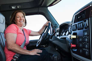 Caucasian woman driver in the cab of a  commercial truck.の写真素材 [FYI02262116]