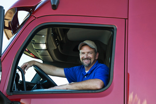 Portrait of a Caucasian man driver and his  commercial truck.の写真素材 [FYI02262125]