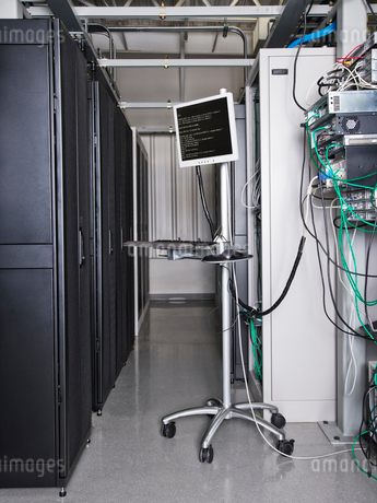 Monitor used to analyse data from servers in computer server farm.の写真素材 [FYI02262169]