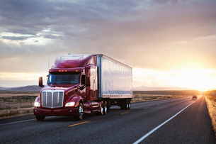 3/4 front view of a  commercial truck on the road at sunset  in eastern Washington, USAの写真素材 [FYI02262184]