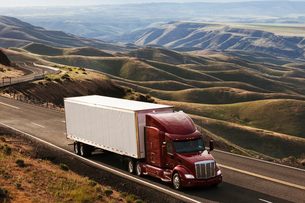 commercial truck driving through the high rolling hills of south-eastern Washington, USAの写真素材 [FYI02262216]