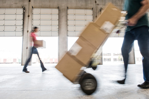 Boxes being moved into a new empty warehouse.の写真素材 [FYI02262469]