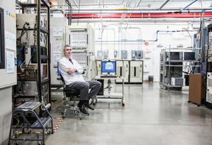 A portrait of a Caucasian male technician in a technical research and development site.の写真素材 [FYI02262507]