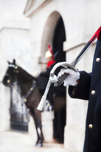 Close up of trooper at Horse Guards carrying sword on his shoulder, Whitehall, London, England.の写真素材 [FYI02262550]