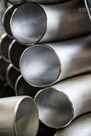 Sill life of aluminium pipes manufactured in a sheet metal factoryの写真素材 [FYI02262617]