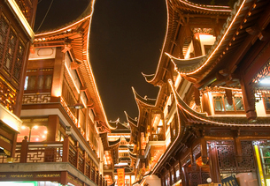 Low angle view of illuminated traditional oriental buildings with balconies at night.の写真素材 [FYI02262621]