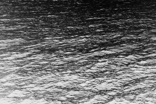 The ocean, water and waves, view of the water surface, in black and white.の写真素材 [FYI02262705]