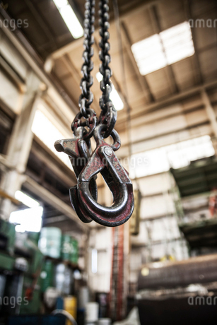 Electric lift in a sheet metal factory.の写真素材 [FYI02262833]