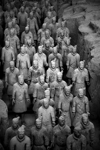 High angle view of the 3rd century BC Terracotta Army collection of terracotta sculptures depictingの写真素材 [FYI02263175]