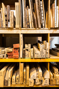 Large selection of wooden planks and boards stacked on shelves in a warehouse.の写真素材 [FYI02263267]