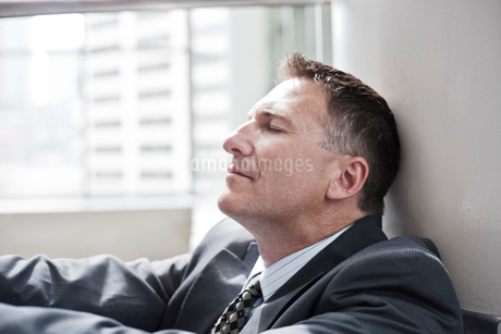 Closeup side view of a Caucasian businessman with his eyes closed..の写真素材 [FYI02263302]