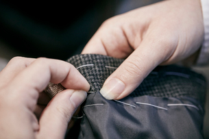 Sewing by hand using needle and threadの写真素材 [FYI02263329]