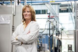 A portrait of a Caucasian female technician in a technical research and development site.の写真素材 [FYI02263391]
