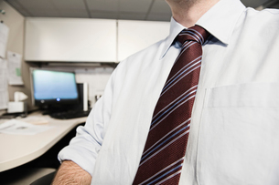 A closeup of a shirt and tie on a businessman.の写真素材 [FYI02263545]